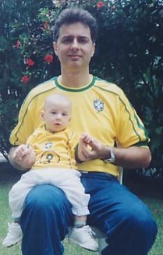 O pequeno Giancarlo (com 5 meses) e eu, em novembro de 2004